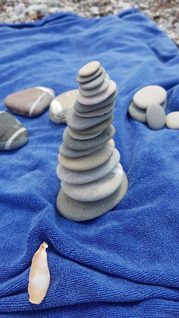 Steine am Strand von Elea